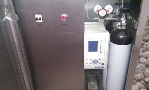 SF6断路器状态监测及自补气装置